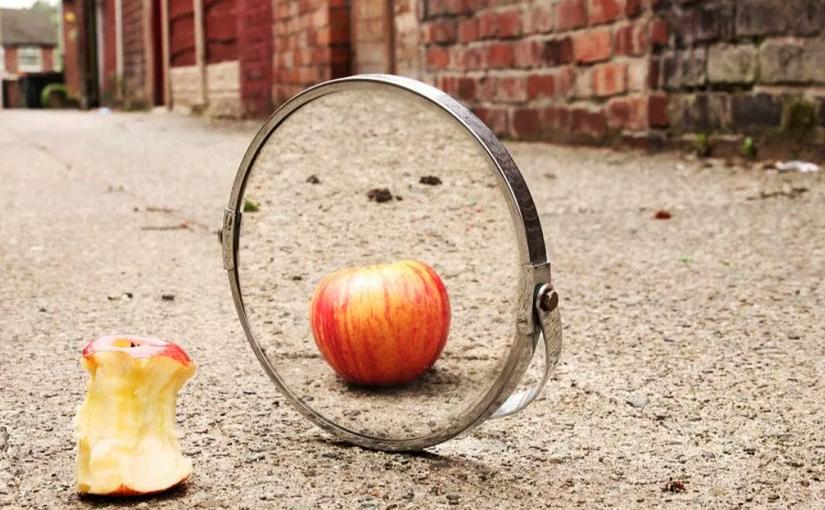 Время кривых зеркал проходит…